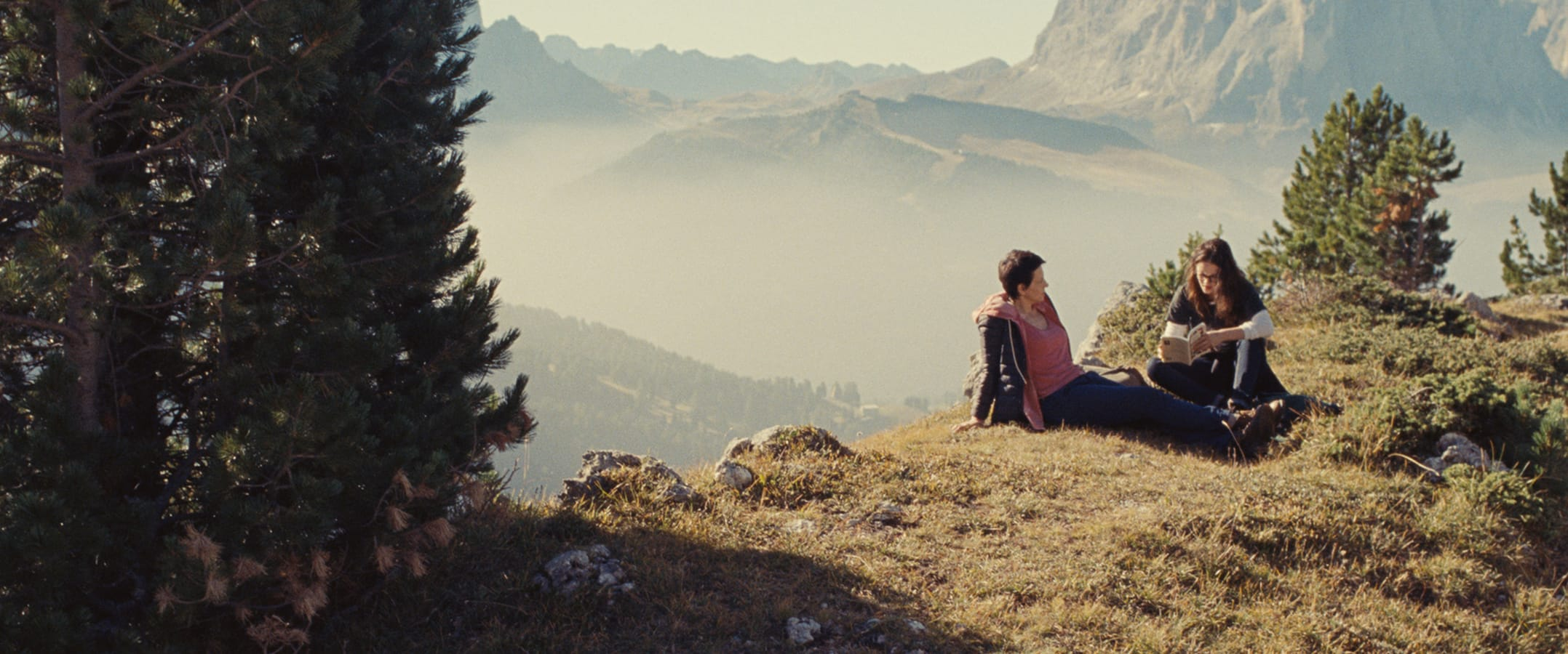 The vicious world of Female relationships- 'Clouds of Sils Maria' is the film of this week!